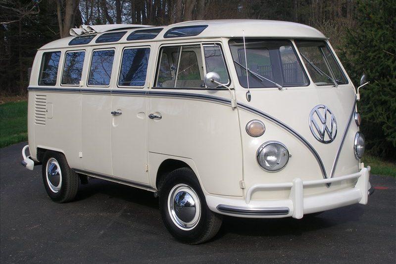 196520Volkswagen202120Window20Deluxe20Bus-1293